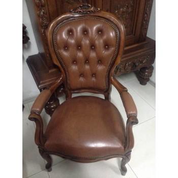 Старовинне крісло